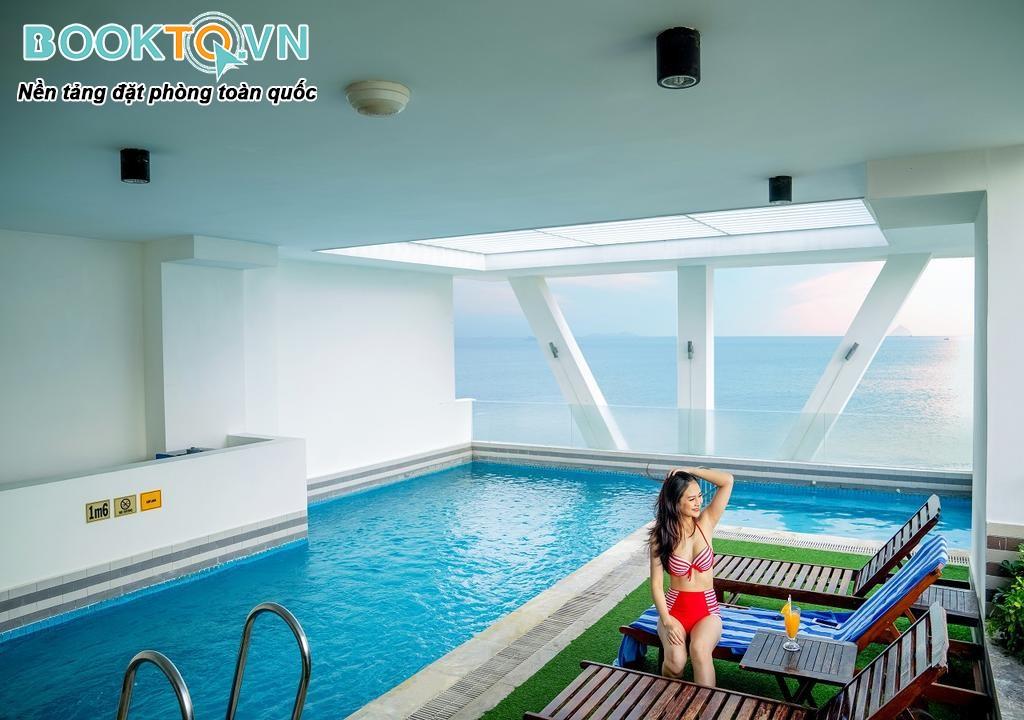 bể bơi khách sạn dendro nha trang